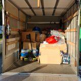 Auch unsere Spenden werden für den Transport ins Ahrtal verladen.